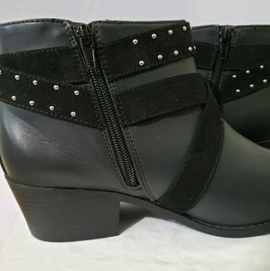 Catherines Shoes - Crisscross Booties in Black (10W)